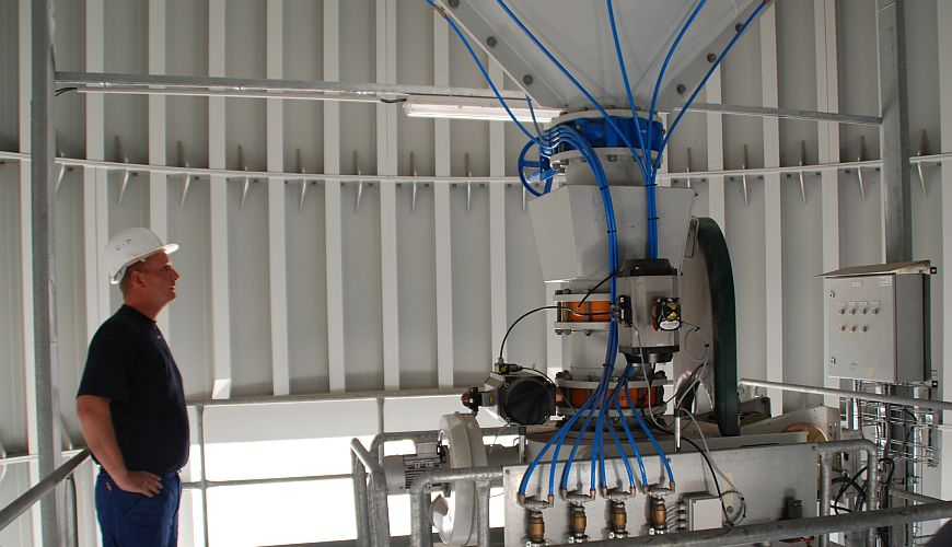 Fluidization system with valves below 45°silo cone
